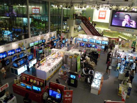 这里的best电器店采用开放式,既能吸引顾客,也顿时令商场感觉更为开图片